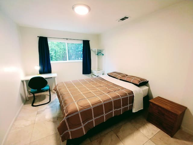 Cozy room great location close to Tesla, freeway#3