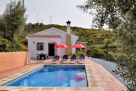 Stunning Cottage with Pool, Terrace, Garden, Sun-loungers