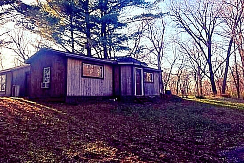 Riverfront - Secluded Cabin. Warm water discharge makes for excellent fishing! Great for fishing trips! Great for couples!