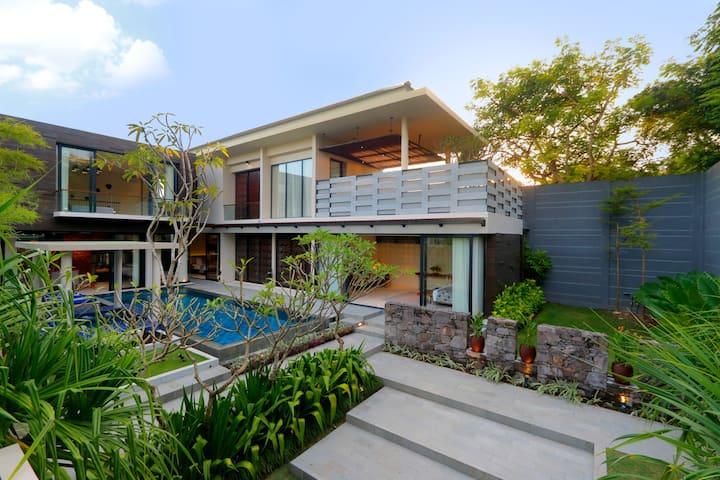 four bedroom private villa nusa dua