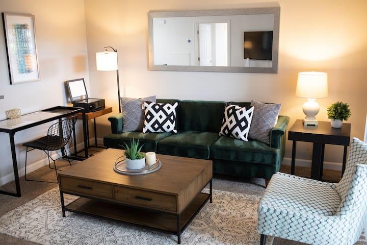 Cozy Apt | WiFi | Biz Ready | Newly Renovated