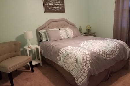 Affordable Room Near Airport - Kenner - Haus