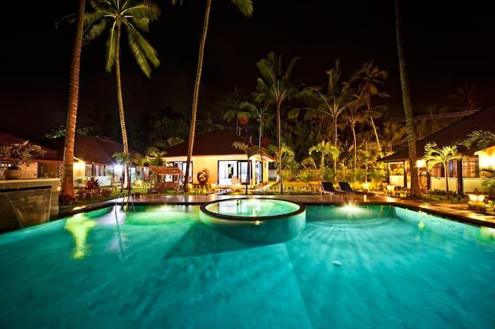 Villa with beautiful garden. Ocean is in 1 minute
