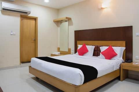 Deluxe room in Capital O 2521 Hotel The Vinayak