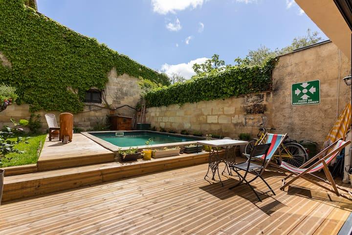 Chambre ds loft centre Bdx, jardin, piscine, sauna