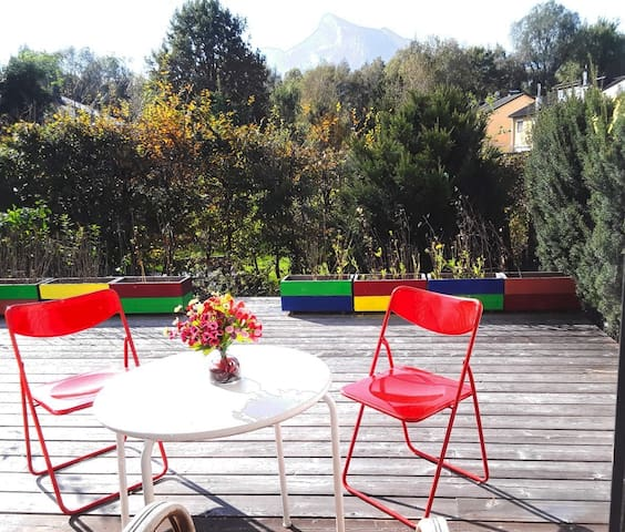 Room in house with terrace& mountain view