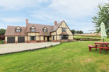 Tudor Style Holiday Home in Aughrim, Wicklow
