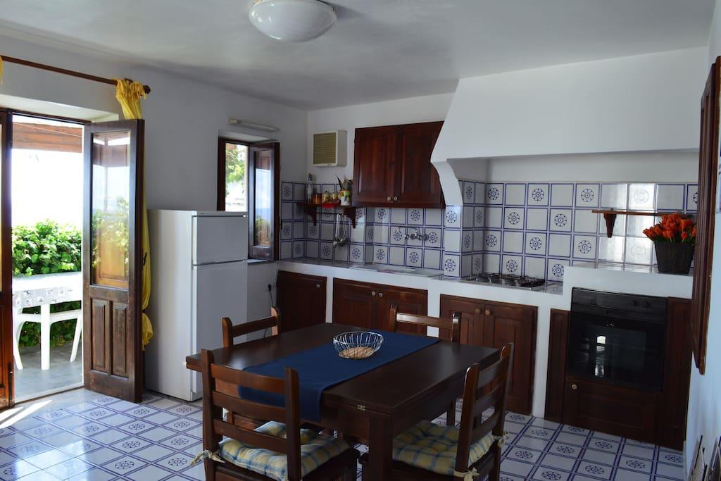 Appartamento vista mare appartamenti in affitto a malfa - Bagno italia giuliana ...
