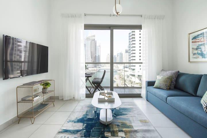 Elegantly Modern 1BR with Lovely Marina Views!