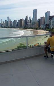 Prédio frente pra praia Balneário Camboriú (flat) - Balneário Camboriú - อพาร์ทเมนท์
