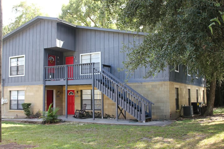 Charming cottage apartment steps away from the UF!