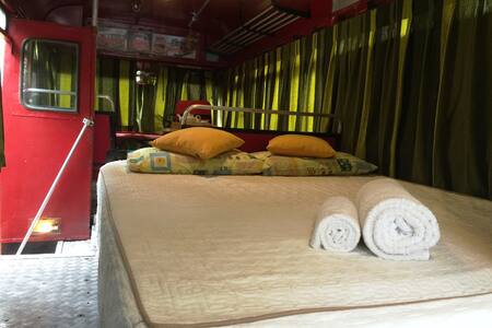 Vintage Bus Stay - Tangalle