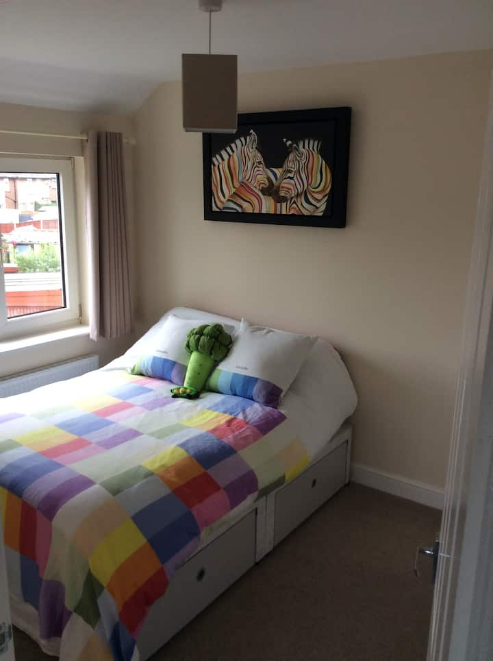 Stylish modern sunny double room in friendly home