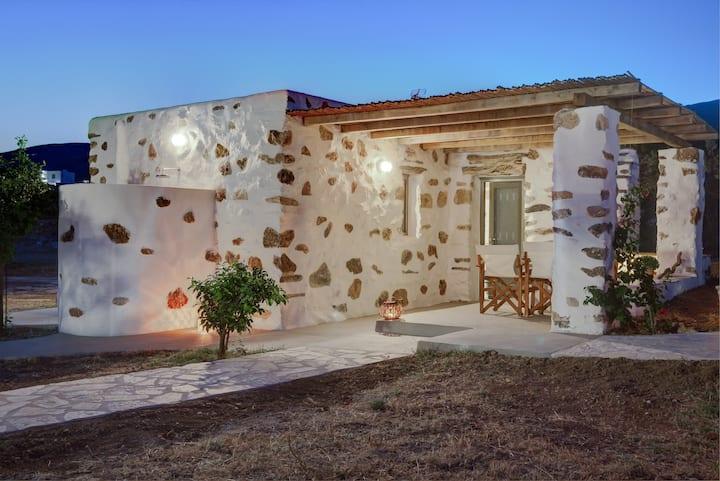 Haus für 2 Personen, 600m von Lolantonis, PAROS