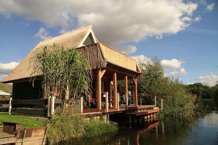 Urlaub im Bootshaus mit Seeblick - Teterow - Haus
