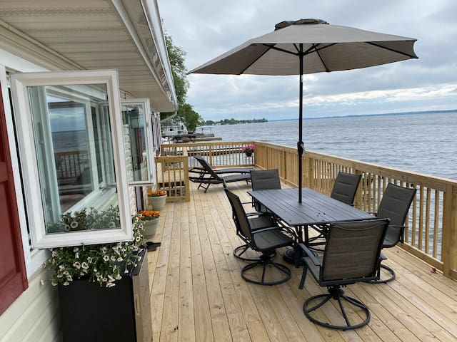 Newly Renovated Spacious Pillar Point Lake House