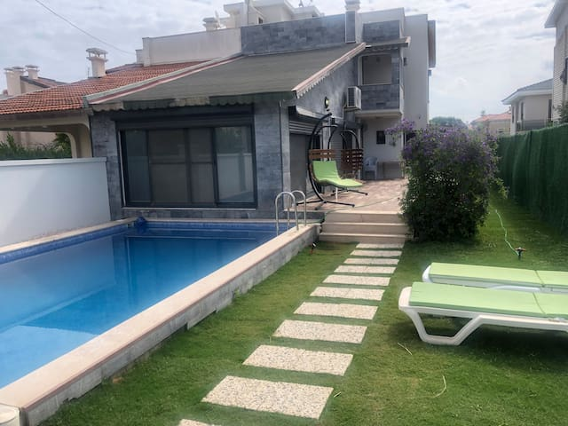 DELUXE VILLA, PRIVATE  POOL AND EXCELLENT LOCATION