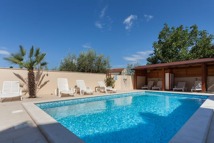 Villa; Charming Studio 4 (2 + 0); Saltwater Pool