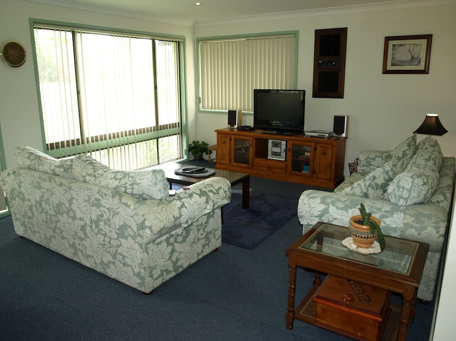 Lounge Room. Sanctuary Point Accommodation