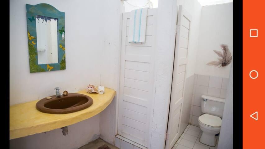 Baños compartidos habitaciónes sencillas