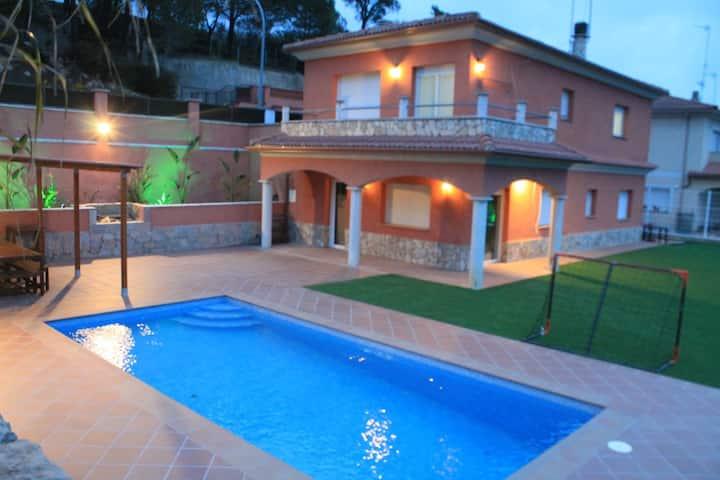 Tranquila Villa con piscina y  jardín de 800 m2
