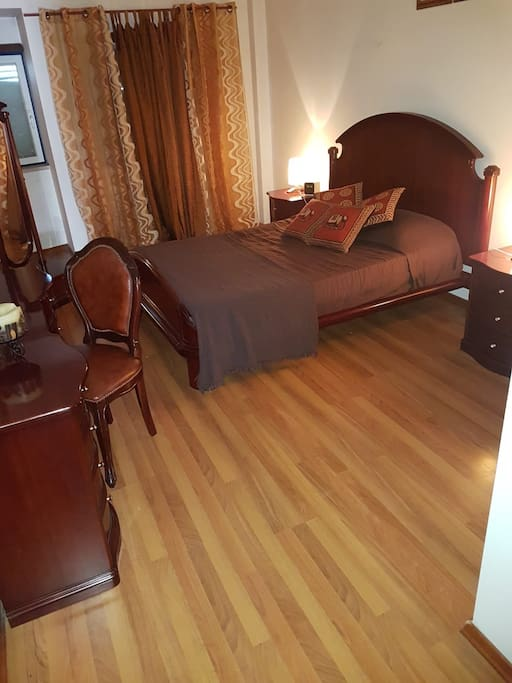 Quarto Castanho  Brown Room Chambre Marron