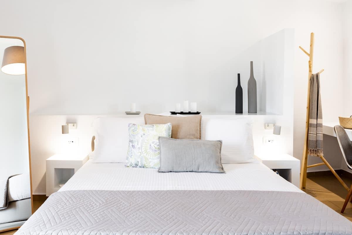 Summer Breeze - airy, spacious, modern apartment in Agios Nikolaos, Crete
