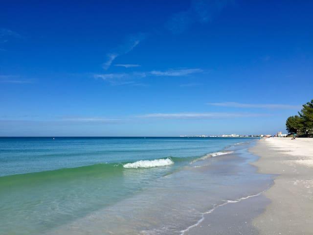 Laid Back, Charming Beach Condo