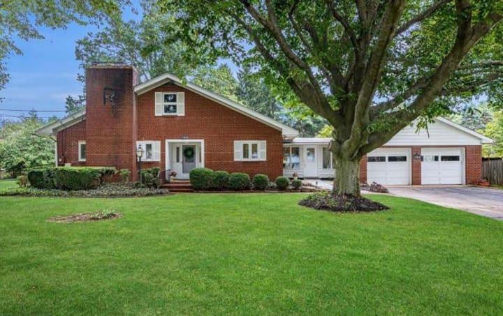 New Luxury Home Near Princeton Sleeps 7