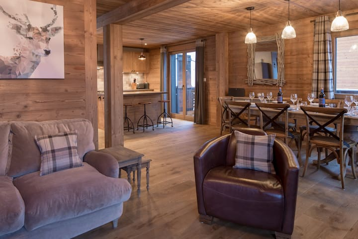 Les Clarines - Stunning chalet with hot-tub