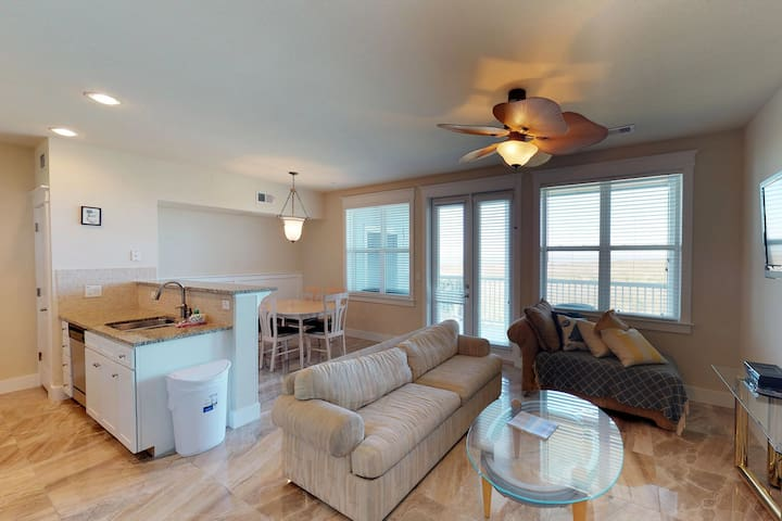 Oceanview dog-friendly condo w/ shared pools, hot tub, fitness, grills, & more