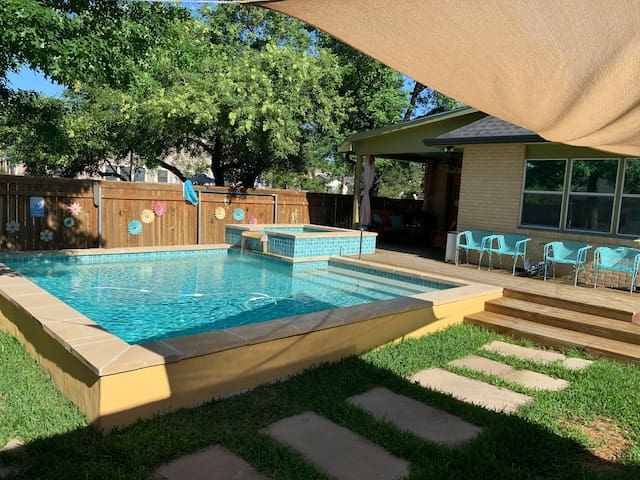 Enjoy the Cool Pool at Historic Casa de Kings Hwy