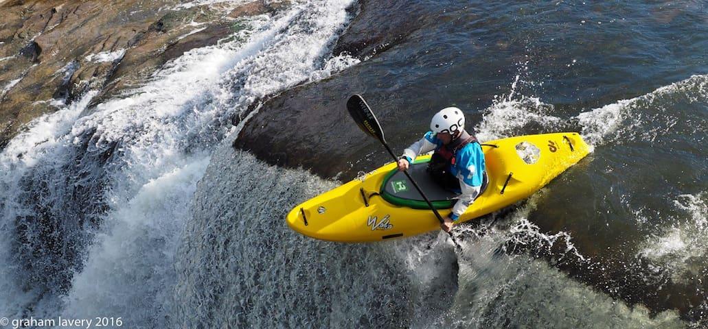 Kayak Kanawha Falls, the Gauley and New Rivers.