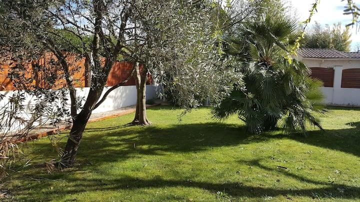 Maison de charme avec beau jardin à Grimaud.