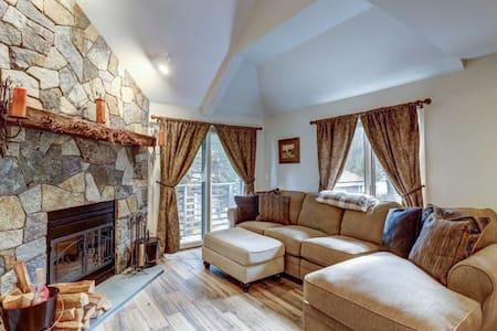 Newly Renovated 3 Bedroom Condo - Pool + Spa