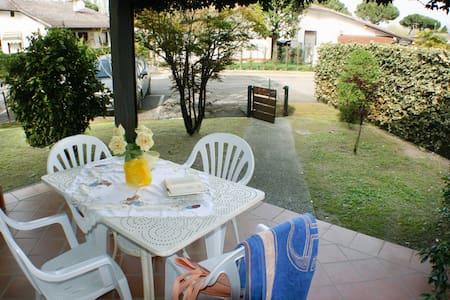 Villa c/giardino su 3 lati in Resid - Comacchio