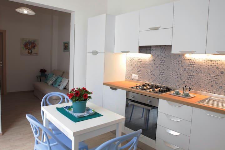 Casa Cobalto: il soggiorno-cucina