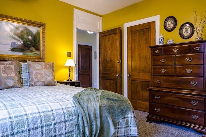 Carisbrooke Inn - Standard Queen Room