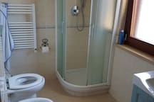Bagno 1 doccia/ Bathroom 1 with shower