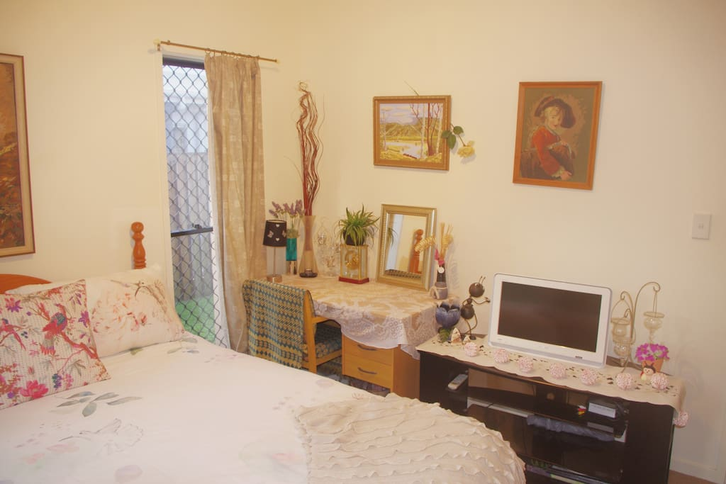 Main bedroom (other view)
