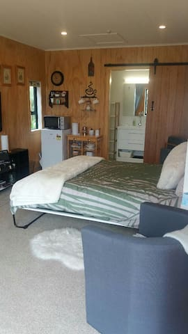 Tui Cottage - Self-contained and cosy chalet