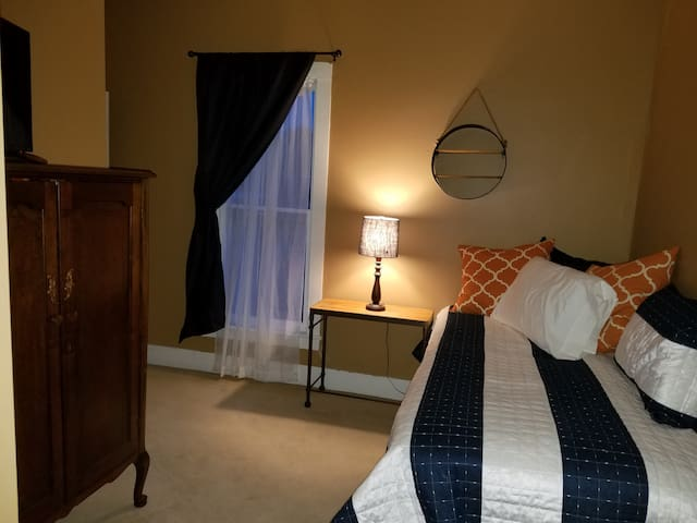 Cozy, private single room in bed and breakfast