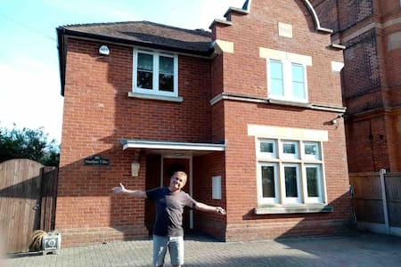One  double bedroom in lovely detached house
