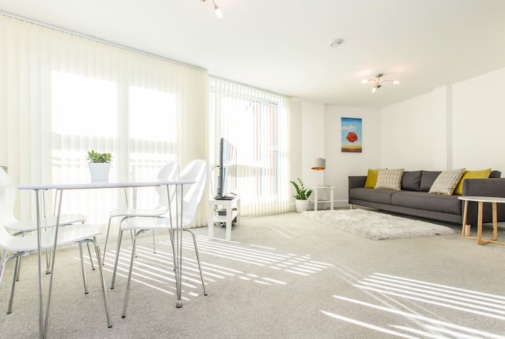 Newly decorated and furnished 6th floor apartment
