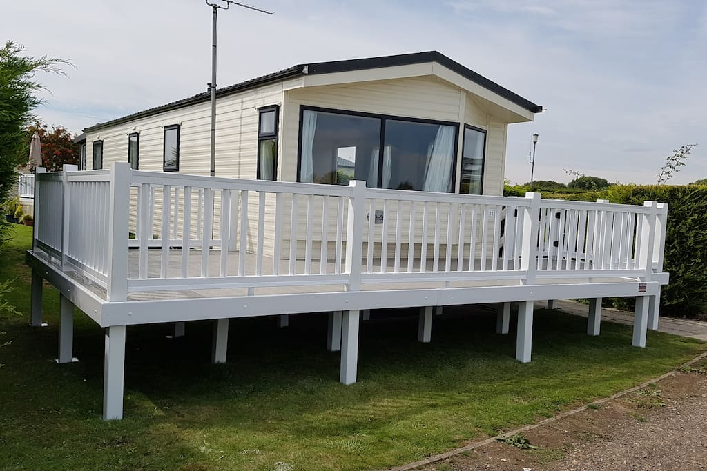 Front decking overlooking the sea
