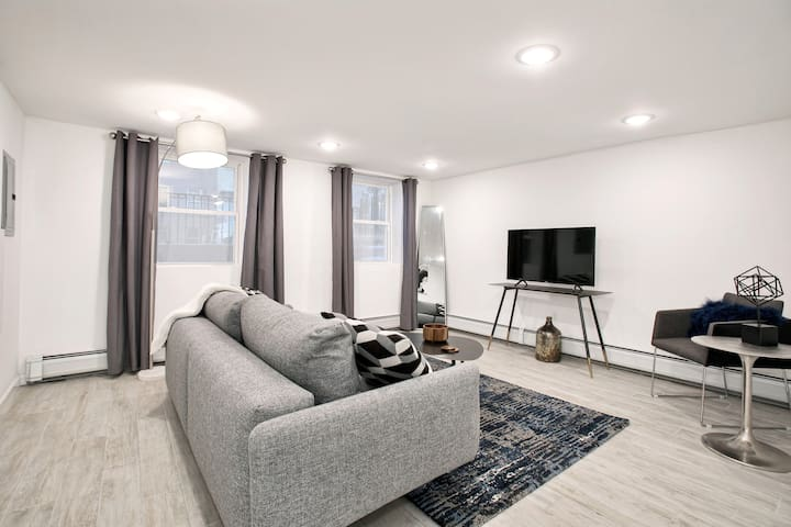 Modern 2 BR/1 BA Apartment - Mins To NYC!