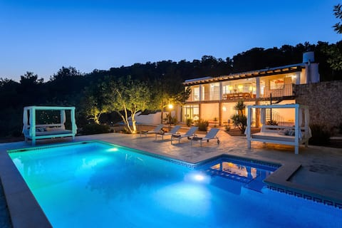Beautiful and Private Sea-View Retreat Villa suitable for Families and Friends