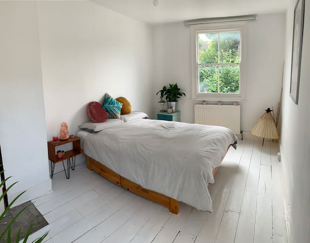 Well-located light & airy garden-facing room