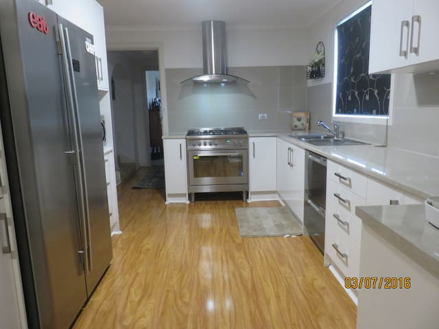 Ralston House - The perfect beachside getaway - Largs Bay - Apartamento