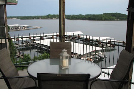 Waterfront, 3BR 2 bath, on main channel, VIEWS!!! - Lake Ozark - Apartament